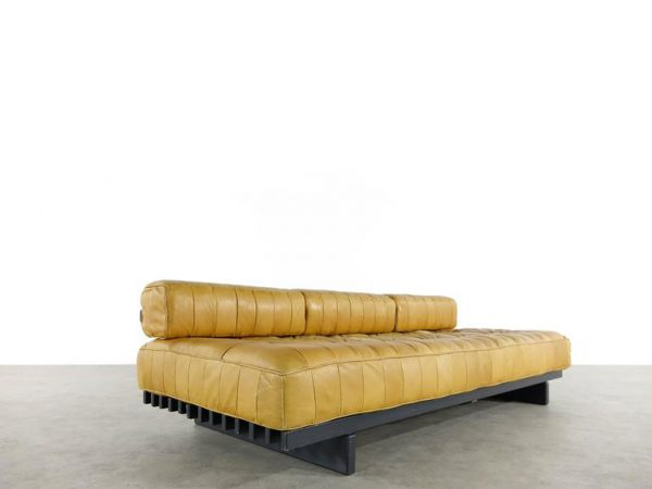 de-sede-ds80-daybed-and-sofa-in-cognac-aniline-leather-1969
