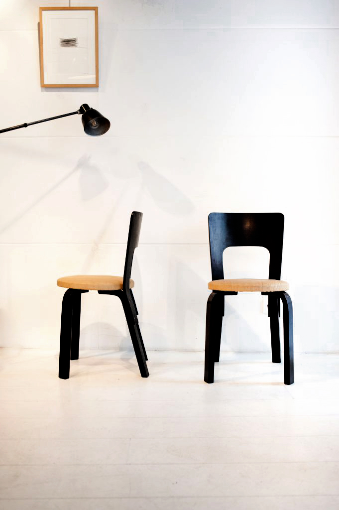 paire de chaises n 65 de alvar aalto imlookingfor. Black Bedroom Furniture Sets. Home Design Ideas