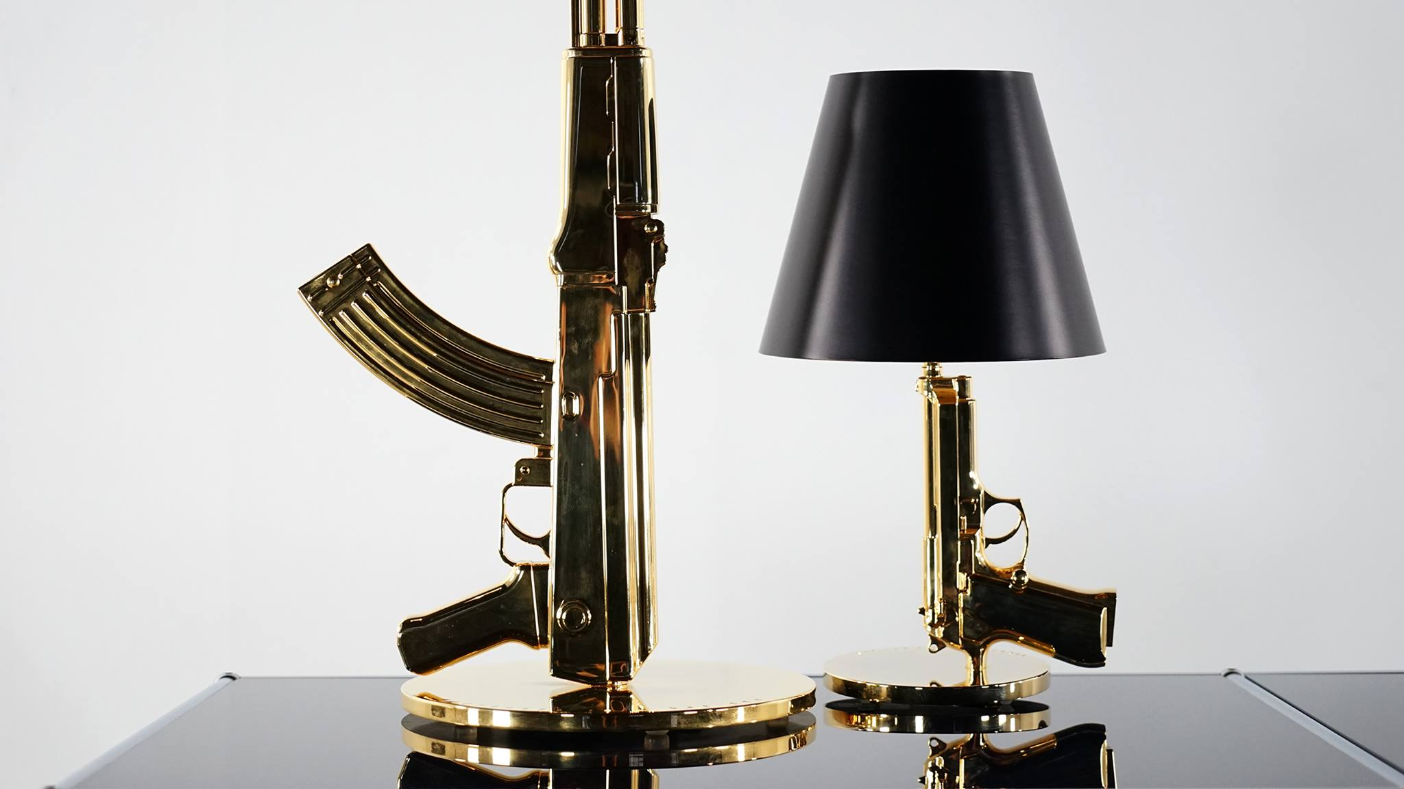lampe revolver 18ct de philippe starck pour flos imlookingfor. Black Bedroom Furniture Sets. Home Design Ideas